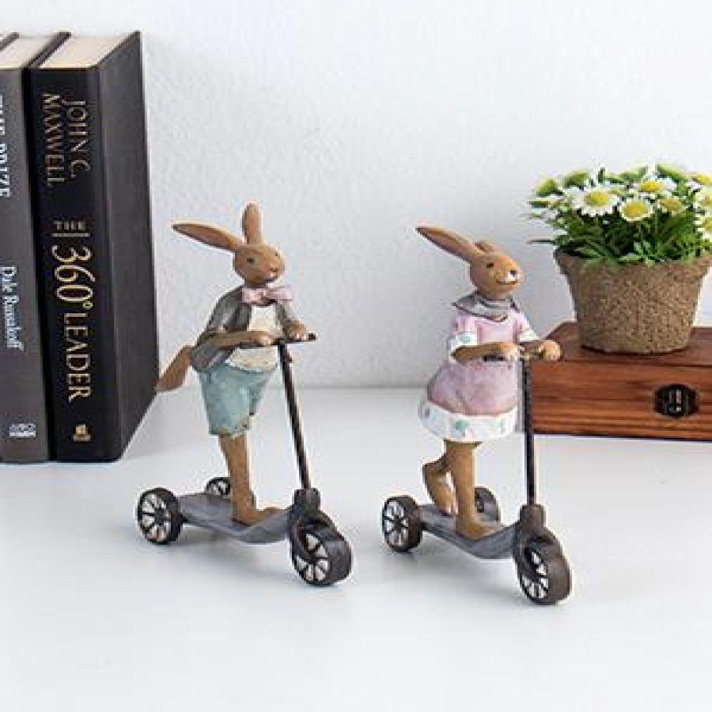 퀵보드 토끼 2p set 미니어처소품 장식소품 인테리어소품 토끼소품 장식인형