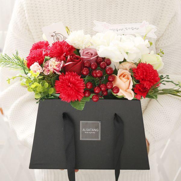 카네이션 스퀘어 플라워박스 카네이션 비누꽃 어버이날 스승의날 비누카네이션 코사지 시들지않는꽃 부모님선물 어버이날선물 스승의날선물