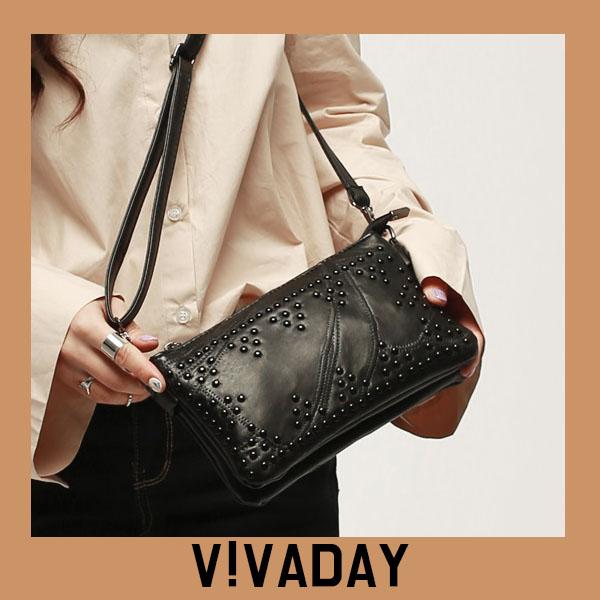 VAG372 블랙스터드장식클러치 백팩 패션가방 숄더백 토트백 크로스백 데일리백팩 데일리크로스백 데일리숄더백 여성가방 여자가방 클러치