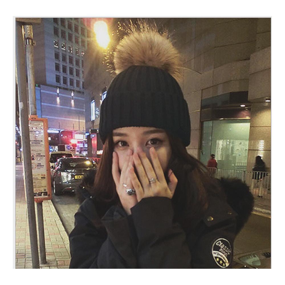 겨울 방울털 모자 다크그레이 니트모자 방한용품 방한모자 털모자 니트모자 방한용품 겨울모자